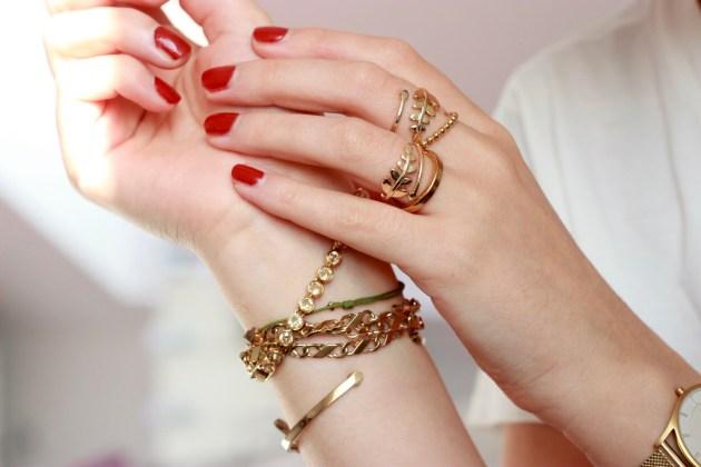 Schmuckgeschenke für modebewusste Frauen auf Modeblog Deutschland aus Frankfurt mit hochwertigem Luxusschmuck.