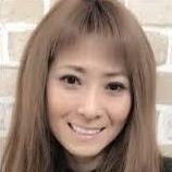 芸人ますだおかだの岡田圭右さんの妻であり、人気タレント岡田結実さんの母・岡田祐佳さん。