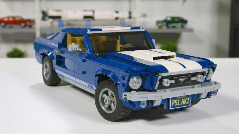 Lego Ford Mustang GT fully motorized
