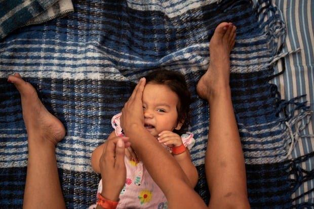 USA IMMIGRATION CARAVAN migrant woman and daughter