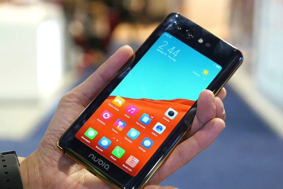 Nubia-X-hands-on-Two-displays-two-finger
