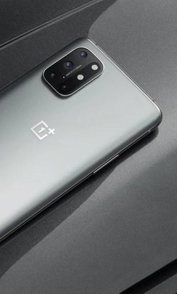 Ay Gümüşü - OnePlus 8T, iki pil, 120Hz düz ekran ve 65W hızlı şarj ile birlikte gelir.