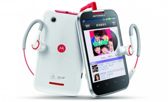 Motorola-MOTOSMART-MIX-XT550-is-bringing-the-beats-to-China.jpg