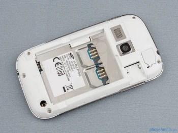 Compartimento da bateria - Samsung Galaxy jovem Duos Visualização