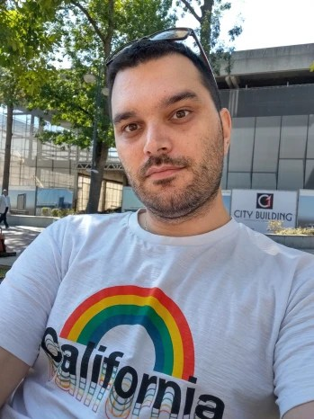 Regular selfie - Motorola Moto G9 Plus Review