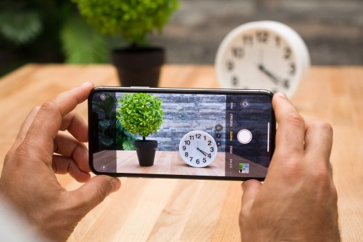 Samsung Galaxy S21 vs Apple iPhone 11 Pro: expectations