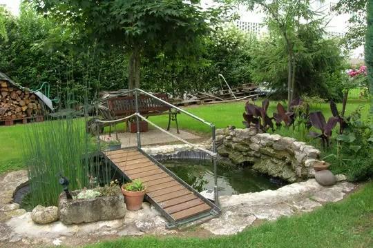 Petit Pont Central Les Plus Beaux Bassins Journal Des