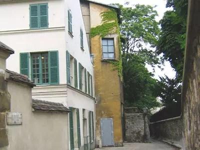 passy côté village, dans le xvie arrondissement