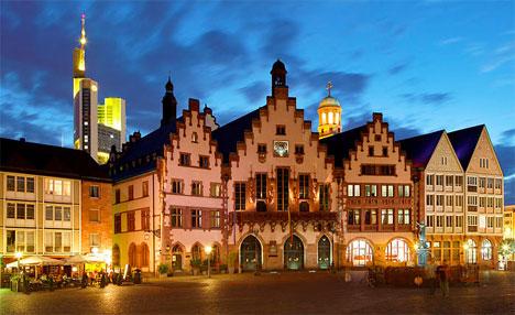 7 tourist destinations avoid Frankfurt Römerberg at night