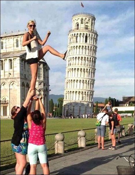 top 10 funny tourist snapshots pisa