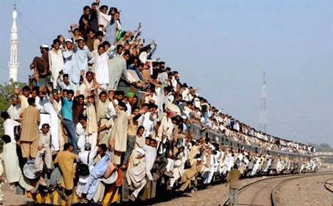 Overcrowded train in Pakistan