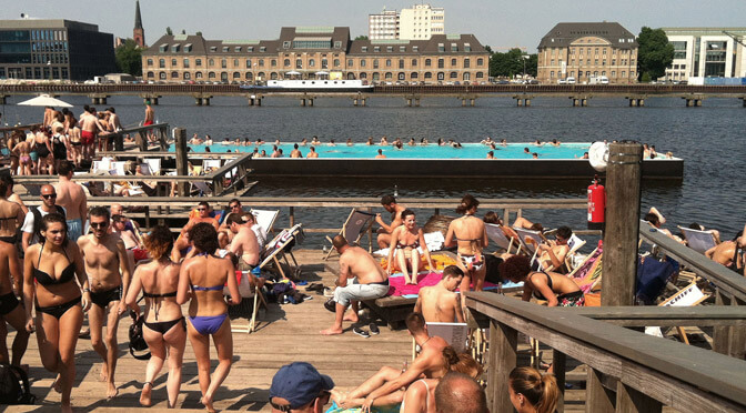 Urban Beaches: Badeschiff Berlin