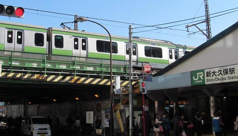 Shinjoku Station in walking distance.