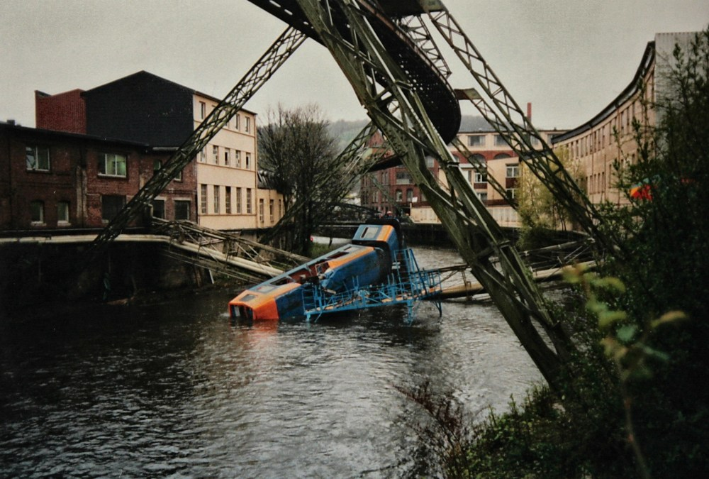 1999 wuppertal suspension monorail accident