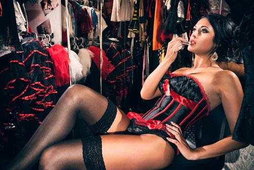burlesque-gioi-han-cao-nhat-cua-nhung-co-nang-mua-thoat-y-2