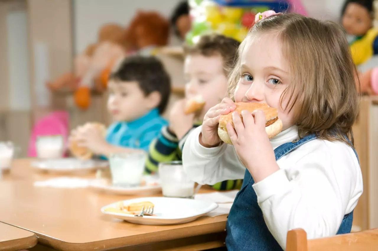 نتيجة بحث الصور عن أطعمة تشكل خطرا على الأطفال