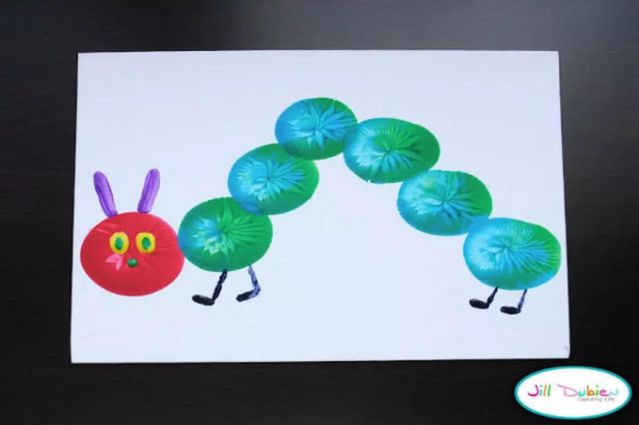 اصنعي مع طفلك لوحة جميلة باستخدام الوان الماء والبالونات