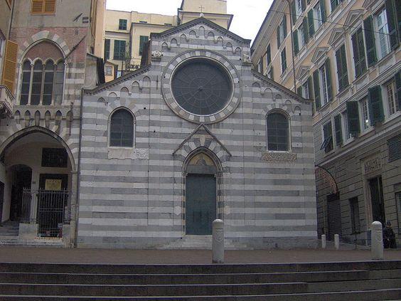 Piazza San Matteo, con i suoi tipici palazzi in marmo e ardesia, è una delle piazze più antiche di Genova