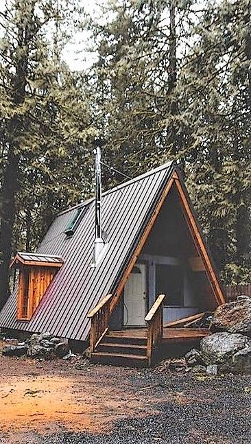 0441621c55235b8521b3b40a4d43787c - 21 Perfect Tiny Cabins For Living Outdoors