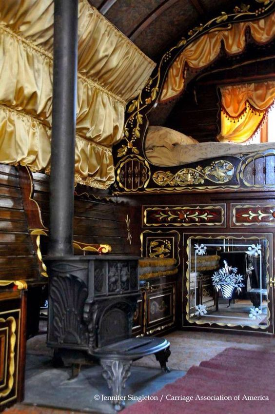 A Travellers life, glamorized but extremely poor. #behomianhomedecorideas