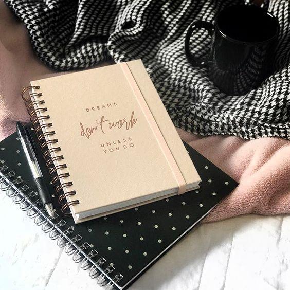 Os melhores sonhos são aqueles que você se transforma em realidade Compre todos os artigos de papelaria da Coleção Rosé em vipapier.com