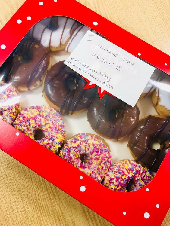 Our HR Manager brought in yummy treats for #WorldKindnessDay to our staff in Coleraine. What will be your #RandomActofKindness today? #RAK @RAKFoundation #TeamRutledgepic.twitter.com/ZlYkRfqFGH