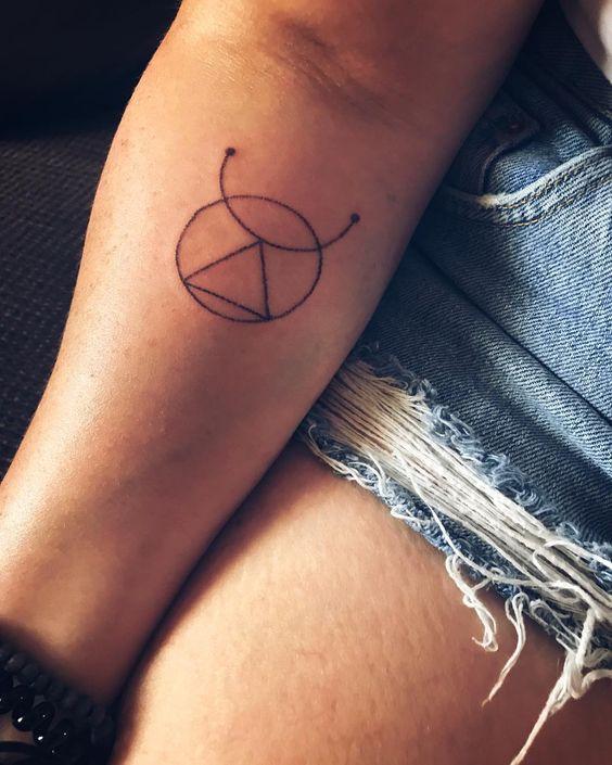 New ink! Thank you @natalia.handpokeart I love it 😍. #aries #handpoke #tattoo #traditionaltattoo #handpoketattoo #newink #starsign #loveit…