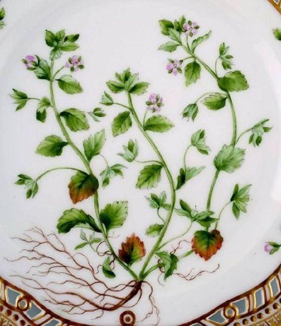 Royal Copenhagen Flora Danica openwork plate #20/3554.    Measures: 23 cm. in diameter.    1. Quality, in perfect condition.