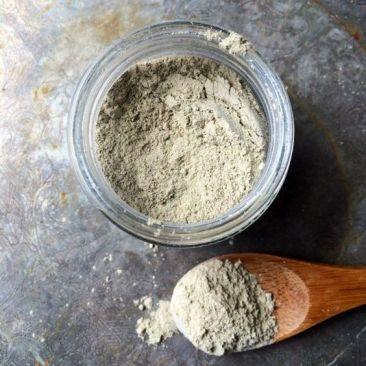 New! Treat your face to a gentle detoxing and cleansing clay mask. Ground lavender and matcha green tea powder soothe skin with their anti-oxidant and kaolin clay gently pulls impurities for pores. Click to see more details $8.00 USE COUPON CODE PIN10 for 10% off anything in the shop! #GreenTeaMaskBenefits
