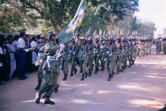 Tamil Tigers Female Division parade in 2002. Photo: Marietta Amarcord (Wikimedia Commons)