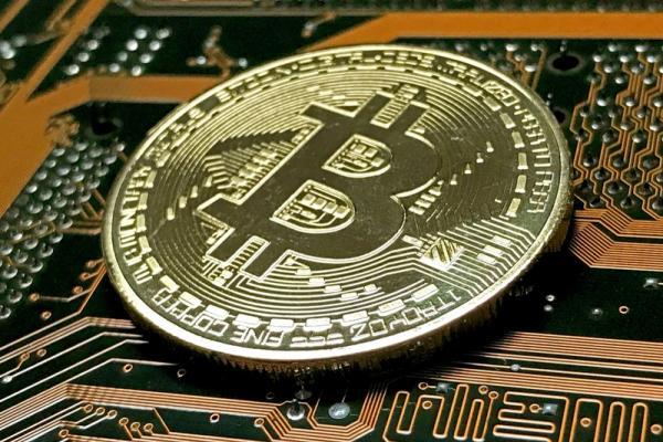 © Reuters.  Bitcoin sprinta e  del 10%