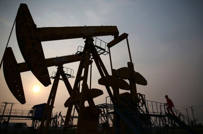 © Reuters. Oil prices were lower on Wednesday