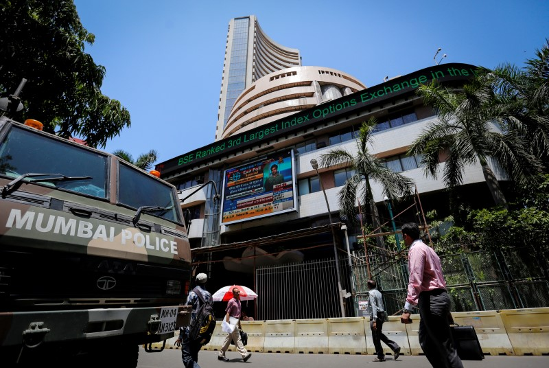 © Reuters.  India stocks lower at close of trade; Nifty 50 down 0.36%