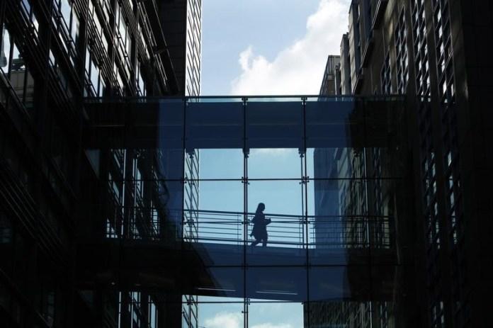 © Reuters.  Goldman Sachs Asset Management trims exposure toemerging market FX, debt on trade tensions