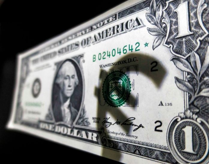 © Reuters. EUR / USD is suddenly improving for no apparent reason