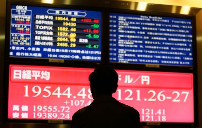 © Reuters. Asian equities were mixed in morning trade