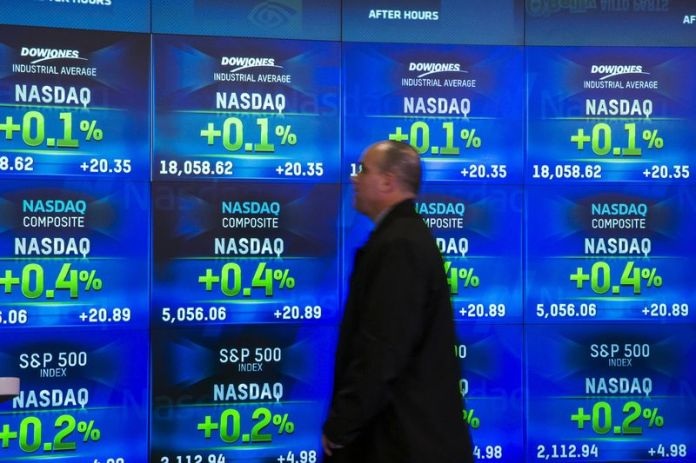 © Reuters. U.S. stocks mixed at close of trade; Dow Jones Industrial Average up 0.03%