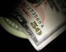Dollar Falls after Fed Rate Cut, APEC Summit Cancellation By Investing.com