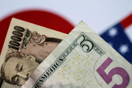Forex - Dollar Near 1-Week Lows as Trade Tensions Escalate