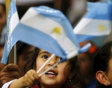 Argentina Can't Pay Debt Until Economy Grows, Fernandez Says By Bloomberg