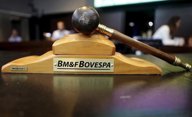 © Reuters.  Ibovespa fecha em alta e acumula ganho de 2% na semana
