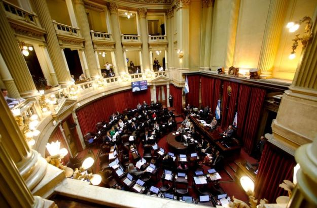 © Reuters.  Argentina to Send Debt Bill to Congress Ahead of Talks