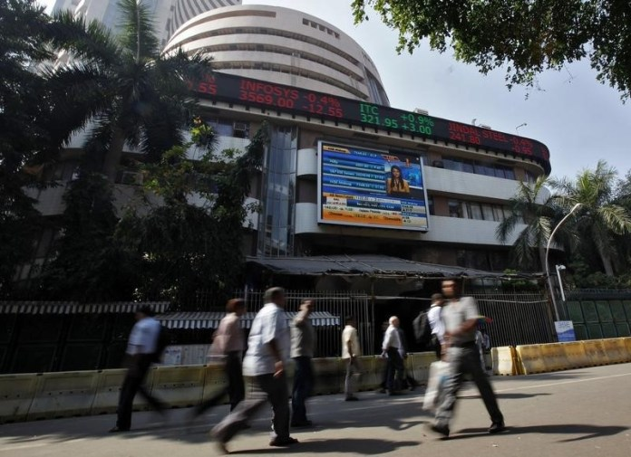 © Reuters.  India stocks higher at close of trade; Nifty 50 up 0.90%