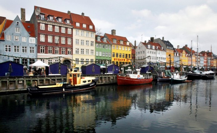 © -.  Bankers Stunned as Negative Rates Sweep Across Danish Mortgages