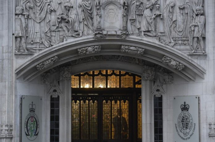© Reuters. A member of security stands guard inside the Supreme Court in London
