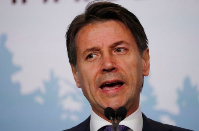 © Reuters. Italy's Prime Minister Giuseppe Conte addresses the final news conference of the G7 summit in the Charlevoix city of La Malbaie