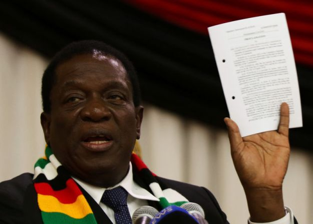 © Reuters. Zimbabwe President Emmerson Mnangagwa announces the date for the general elections in Harare