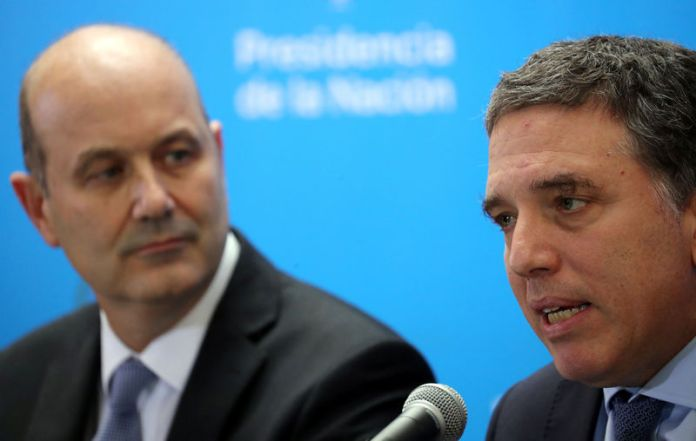 © Reuters. Argentina's Treasury Minister Dujovne speaks next to Argentina's Central Bank President Sturzenegger during a news conference in Buenos Aires