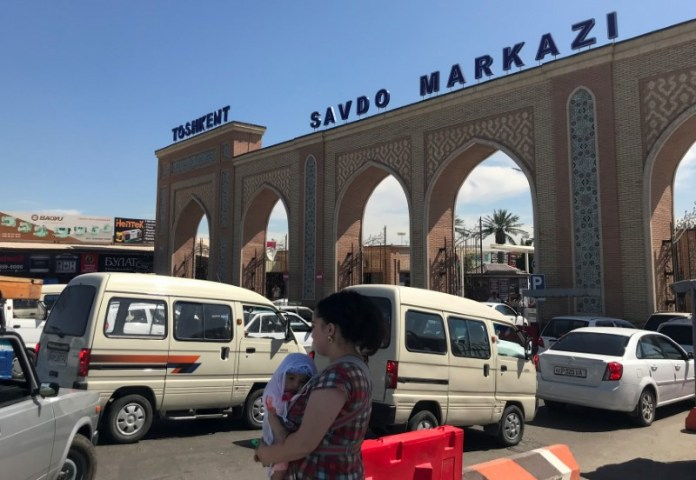 © Reuters. A general view shows Abu Sahiy, a wholesale market near Tashkent