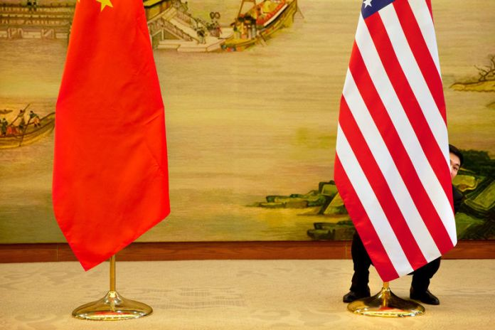 © Reuters. FILE PHOTO: U.S. flag is tweaked ahead of a news conference between U.S. Secretary of State John Kerry and Chinese Foreign Minister Wang Yi at the Ministry of Foreign Affairs in Beijing